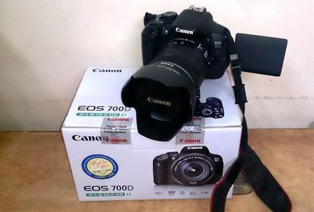 Canon EOS 700D DSLR Camera complete with 55-250 Lens and accessories