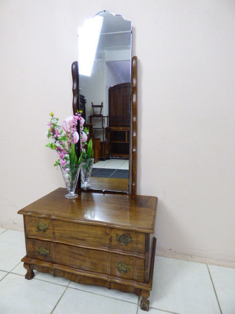 Dressing tables a gorgeous imbuia dressing table with 2 for Dressing table long