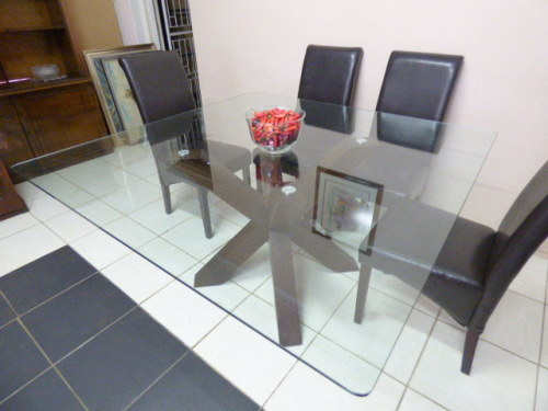 AN ABSOLUTELY BEAUTIFUL 8 SEATER GLASS TOP 10mm CORICRAFT DINING ROOM TABLE STUNNING MODERN BASE
