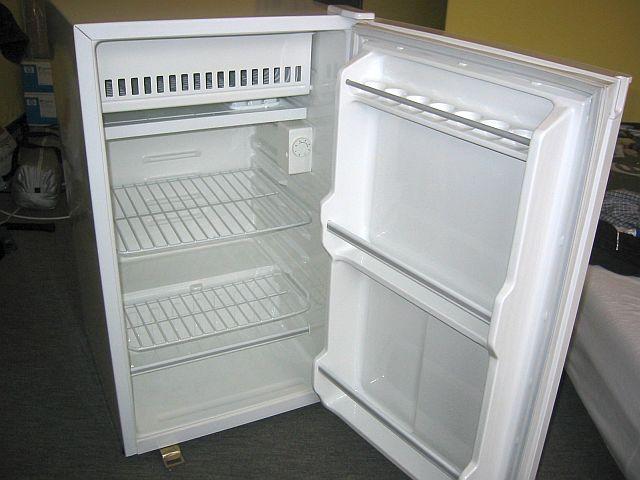 Fridges & Freezers - Daewoo FR-142 Undercounter Fridge/Freezer (140