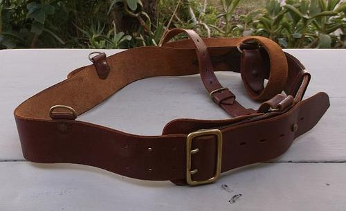 AN AWESOME VINTAGE / ANTIQUE MILITARY OFFICERS LEATHER BELT AND SLING AKA  SAM BROWNE BELT !!! WOW !!