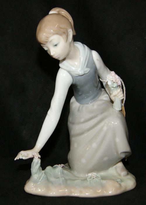 Lladro China Figurine 'Girl