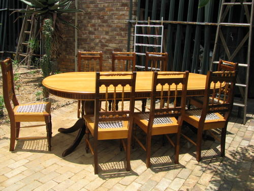 A REALLY STUNNING YELLOWWOOD IMBUIA KNYSNA DINING ROOM TABLE AND 8 CHAIRS