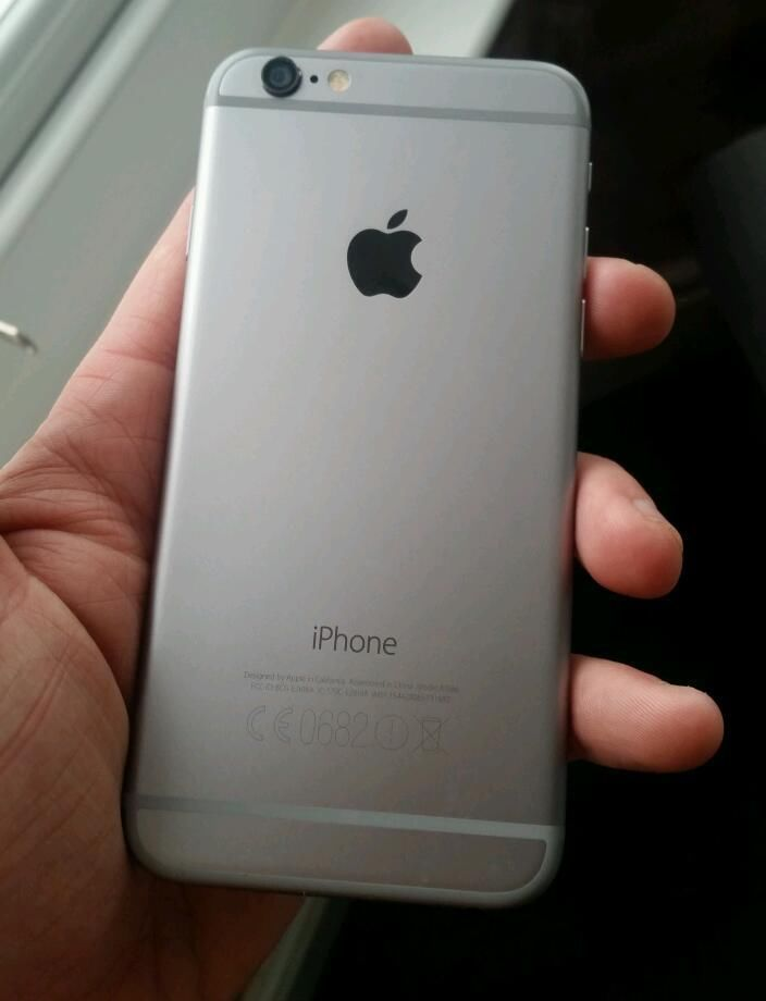 buy popular e939d 4a4e3 iPhone 6 - 64gb - space gray with black face - great condition a 9.8 out of  10