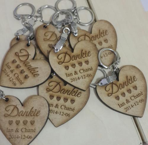 Mazitha1981 Engraved Wooden Heart Shaped Key Rings Wedding Favors