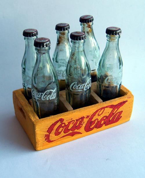COCA COLA WOODEN CRATE WITH 6 MINIATURE GLASS COKE BOTTLES (bottle height  8cm)