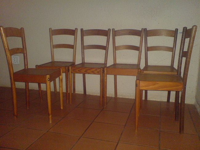 6 Globe Chairs In Excellent Condition.