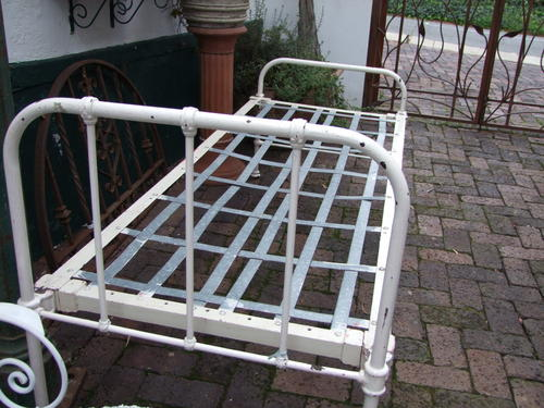 White Vintage Hospital Bed Single Cheap