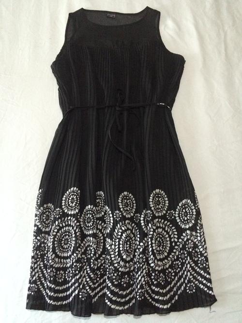 0a39c022131 MILADYS SIZE 14   38 - BLACK PERMA PLEATED DRESS WITH WHITE ETHNIC FLORAL  DESIGN - AS NEW