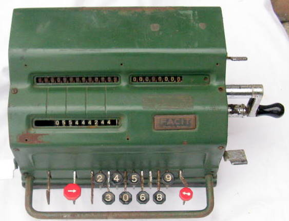 FACIT : ADDING MACHINE : MADE IN SWEDEN : VINTAGE - NOT WORKING - NOTE THE  1 & 7 KEY MISSING
