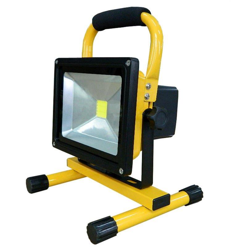 переносной аккумуляторный светодиодный прожектор яркое