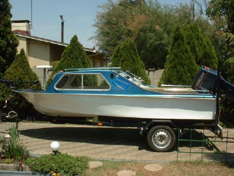 Bass Boat - Cabin Cruiser with trailer, without engine