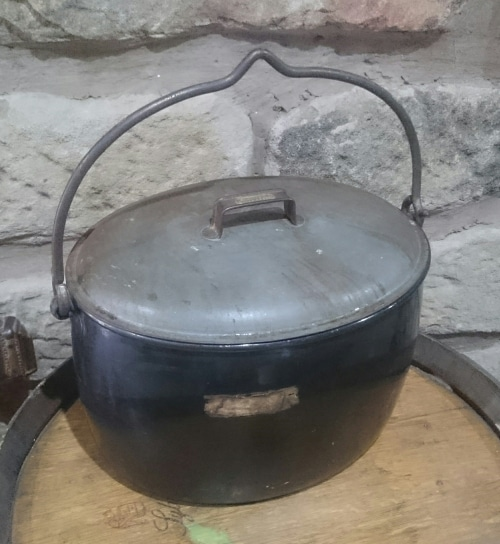 Other Kitchenalia  Black enamel pot JUDGE BRAND 4 Gallons was listed for R65 # Wasbak Frame_071949
