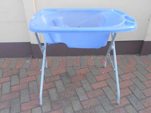 Baths - CHELINO BABY BATH & STAND was sold for R1.00 on 6 Dec at 14 ...