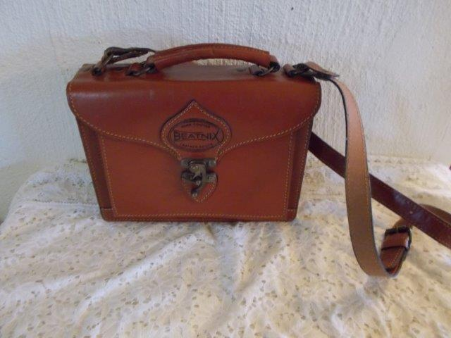 0b57108f27c4 Handbags   Bags - Stunning ladies leather Beatnix hand bag was sold for  R350.00 on 29 Sep at 13 16 by bronwyn s collectables in Pietermaritzburg ...