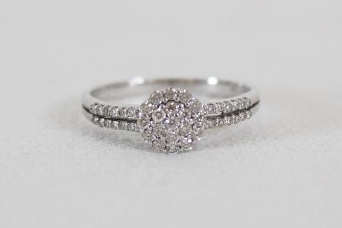 c9fd7ace35ff  BRAND NEW  9CT WHITE GOLD 0.32CT DIAMONDS CLUSTER ENGAGEMENT RING