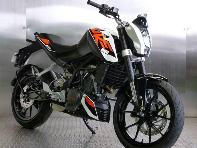 naked bikes - ktm duke 200 (white) - 2014 was listed for r40