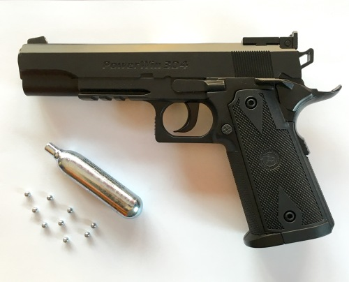 Win Gun 304 b CO2 Airsoft BB Gun, shoots 4 5 mm Steel BBS, comes with two  free Co2 and 250 BBs