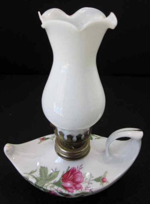 Pretty Porcelain Oil Lamp - Height 17cm