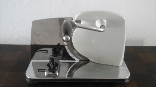 TERRIFIC VINTAGE CHROME AND ENAMEL MANUAL PINEWARE BREAD SLICER  AWESOME &  FUNCTIONAL!