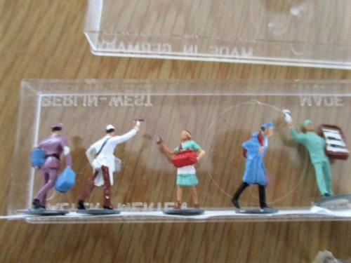 Scenery - A BOX FULL OF VINTAGE GERMAN AND W  GERMAN SCENERY