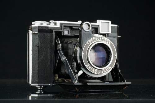 Zeiss Ikon Super Ikonta B Folding Rangefinder Zeiss Opton 80mm F2 8 532/16  **Excellent Condition**