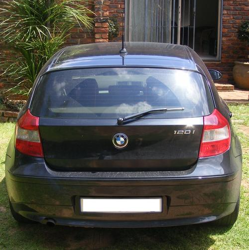 Bmw 120i: 2005 BMW 1 Series Black 120i Was Listed For R114,900