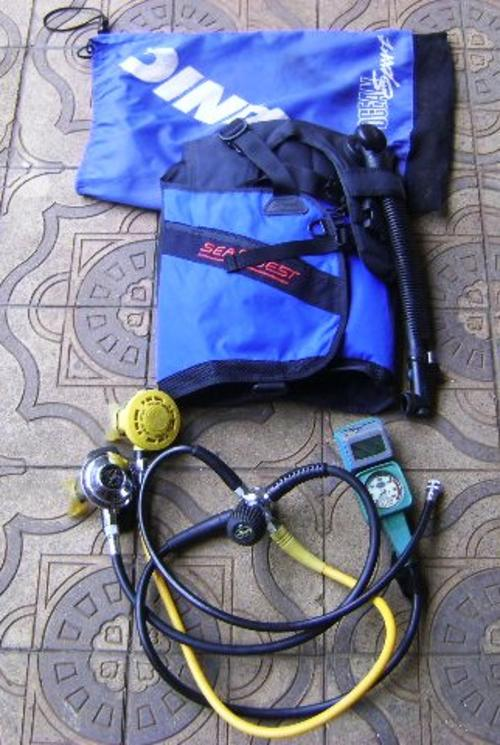 Diving computers dacor scuba diving rig with micro brain and seaquest buoyancy control jacket - Dacor dive computer ...