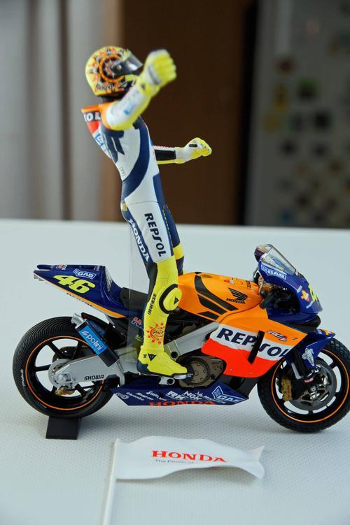 Models - MINICHAMPS VALENTINO ROSSI BIKE & FIGURINE HONDA RC 211V 1st WIN MOTOGP 2002 was sold ...