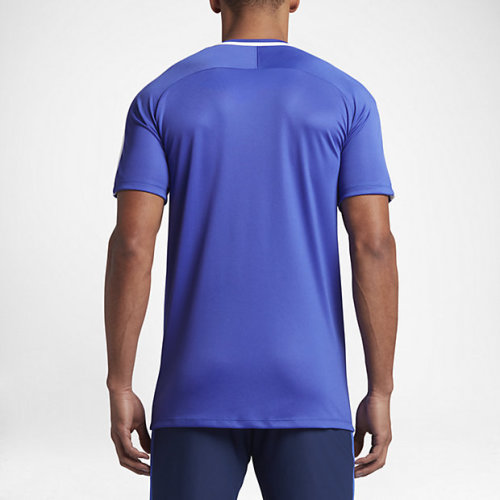 The crew neck design does not restrict movement and promotes comfort. Get  this Nike training top today to keep you working harder for longer.