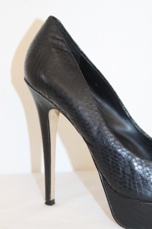 ca6999bb3bc Heels - A stylish & elegant pair of black Aldo
