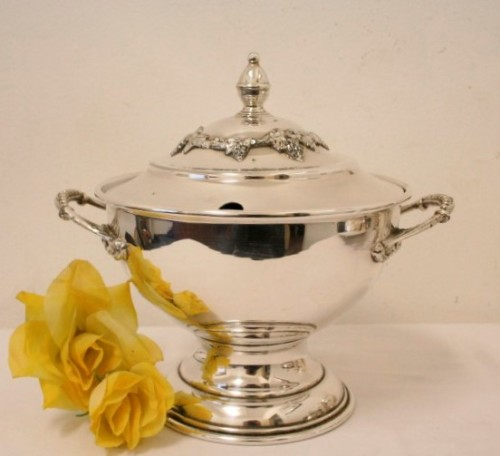 An exquisite vintage Seranco silver plated tureen with a slotted lid and  beautiful ornate handles