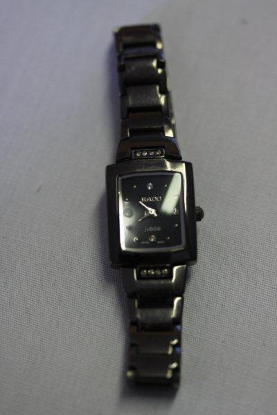 Те, кто ищет действительно особенные часы, несомненно найдет здесь подходящий экземпляр.