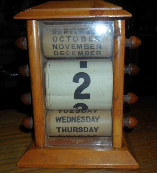 ANTIQUE PERPETUAL WOODEN DESK CALENDAR - WOOD FRAME - PAPER ROLLS - THE  NUMBER PAPER HAS BECOME DETACHED AT SOME STAGE AND REPAIRED. - Stationery - ANTIQUE PERPETUAL WOODEN DESK CALENDER Was Sold For