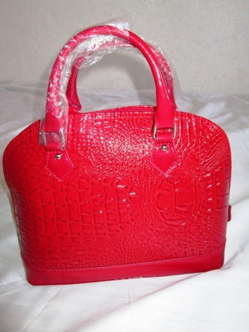 2f4c4eea49 Handbags   Bags - Prasdos Handbag was sold for R100.00 on 24 Oct at ...