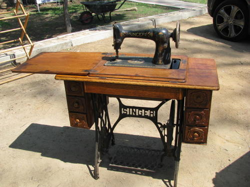 Cabinets - AN ANTIQUE SINGER SEWING MACHINE IN ORNATE CAST