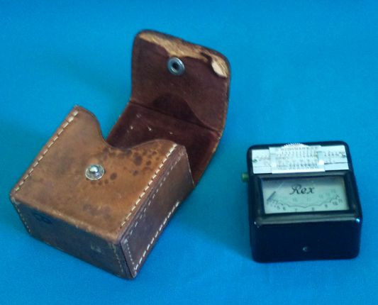 OLD REX LIGHT METER IN LEATHER CASE, MADE IN GERMANY