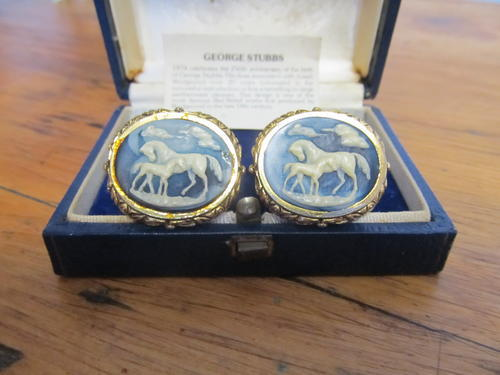 2f986c158345 Cufflinks - WEDGWOOD CUFFLINKS was sold for R410.00 on 18 Sep at 14:46 by  Hugs and Kisses in Pietermaritzburg (ID:113504865)