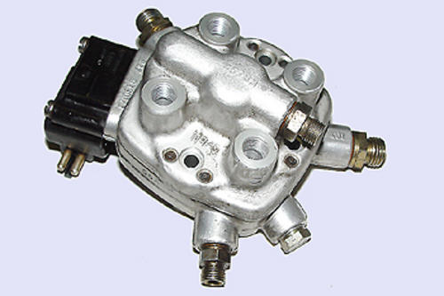 Other air flow fuel delivery mercedes w124 200e 230e for Fuel distributor for mercedes benz