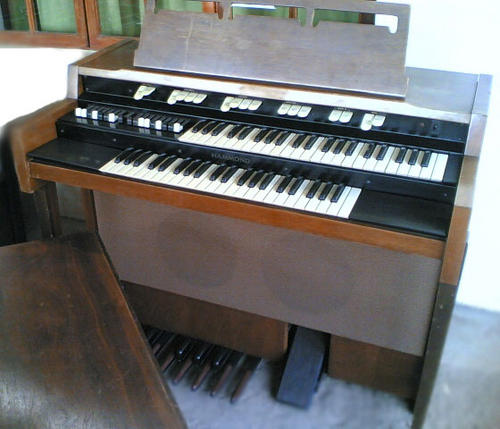 piano organ hammond organ for sale was sold for r1 on 30 sep at 20 01 by malany in. Black Bedroom Furniture Sets. Home Design Ideas