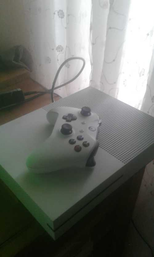 Consoles - XBOX ONE S - (1681) - 1TB HARD DRIVE - 4K QUALITY