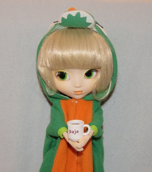 Paja comes her with box and her stock outfit (the dragon suit 2e806a0c3