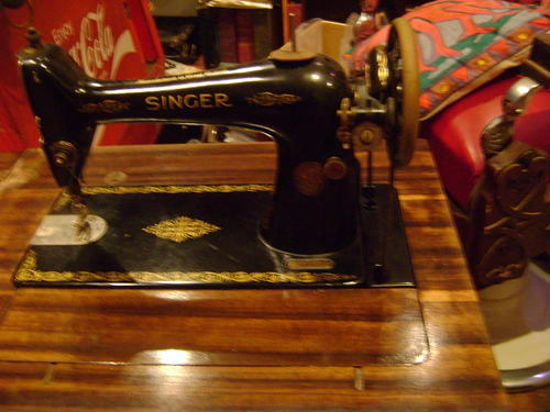 Old 1860's treadle Singer Sewing Machine Model 66k with walnut cabinet -  see pics to appreciate!! | bidorbuy co za