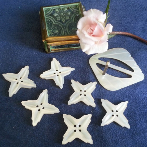 Other Antiques Collectables Vintage Mother Of Pearl Buttons And