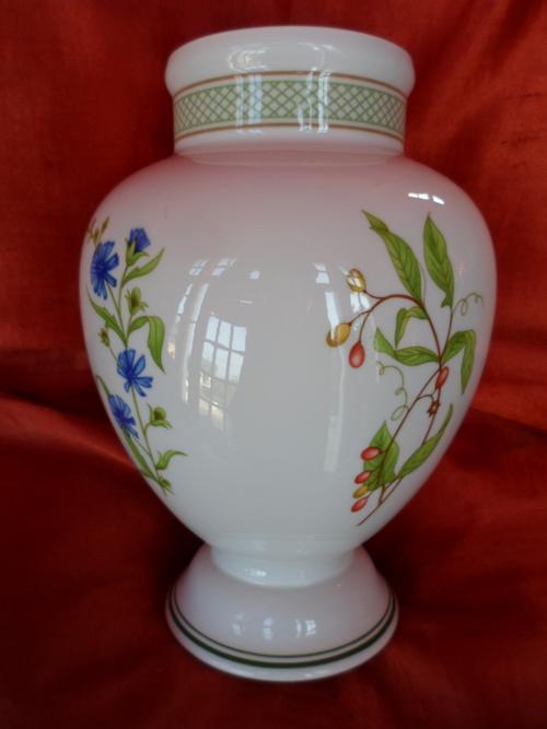 other porcelain ceramics villeroy and boch vase was sold for on 15 oct at 17 16 by. Black Bedroom Furniture Sets. Home Design Ideas