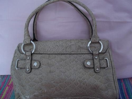 097e7a3d87dd Handbags   Bags - GENUINE GUESS BAG BOUGHT FROM EDGARS was sold for R240.00  on 27 Nov at 21 01 by Trendy Bag SA in Gauteng (ID 50953641)