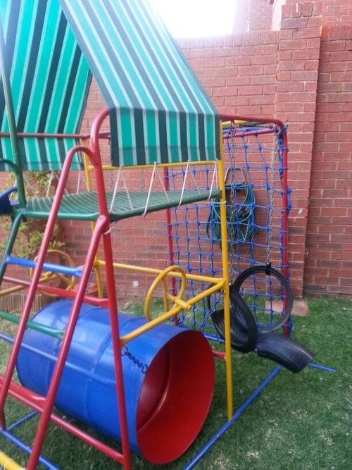 Jungle Gym For Sale >> Swings Slides Kiddies Jungle Gym Excellent Condition