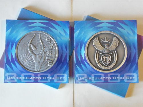 Pair of 2000 RSA Uncirculated coin sets, one new coat of arms and one old coat of arms - Decmarkdown