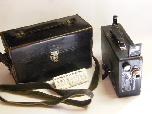 Cine Kodak Model BB Junior 16mm Movie Camera in Excellent Condition with Leather Case - as per photo