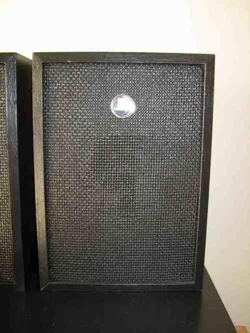 hitachi speakers. hitachi speakers \u003d height 27cm x length 19cm width 14cm. hitachi speakers